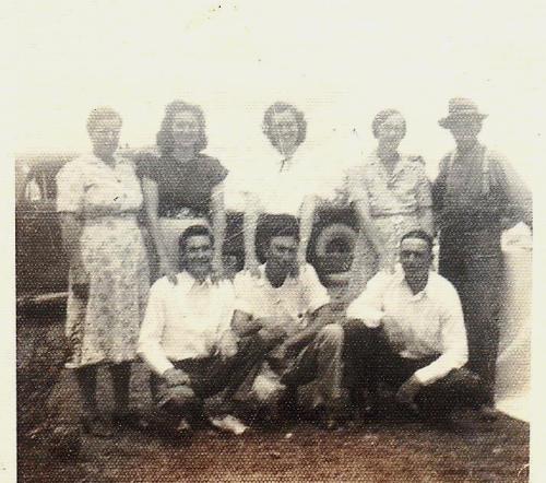 Allen & Mary Britt & children, 1945