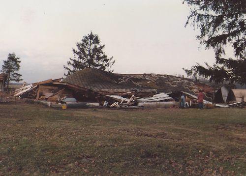 Old barn Mar1986